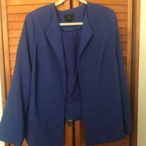 Sleek button free blazer